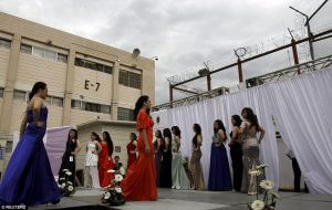 2986744000000578-3119561-Inmates_take_part_in_a_beauty_pageant_for_female_inmates_at_the_-a-18_1434009788072